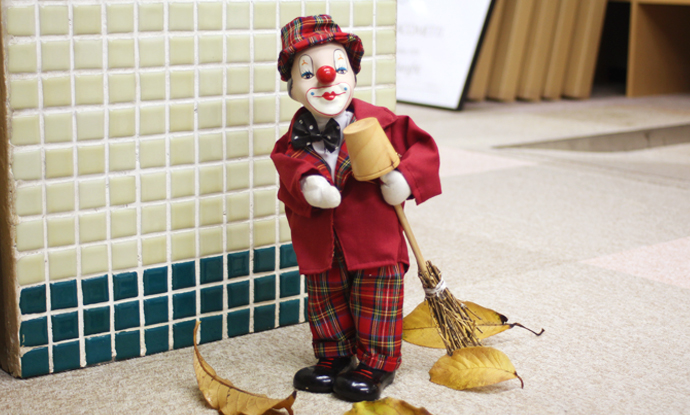 Wind up Music Box Animated Clown Figurine plays music